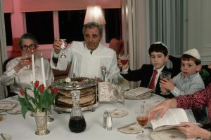 22 Mar 1989, San Francisco, California, USA --- Jewish Family Celebrating Seder --- Image by © Roger Ressmeyer/CORBIS